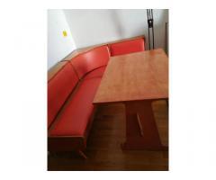 sarokétkező asztallal