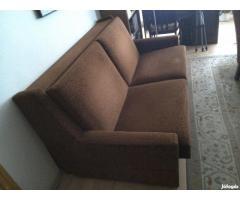 Barna szinű ágyneműtartós kanapé