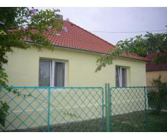 Dunaszegen csendes utcában  eladó  szép családi ház