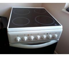 Indesit kerámialapos sütő-főző tüzhely fehér