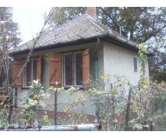 Eladó lakható ház 600 négyszögől telekkel