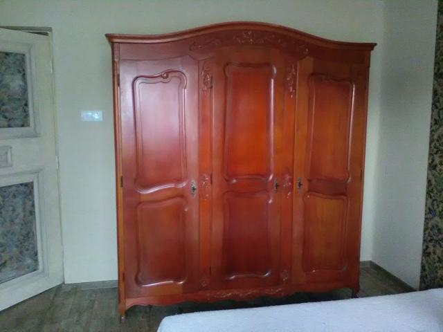 eladó szekrény